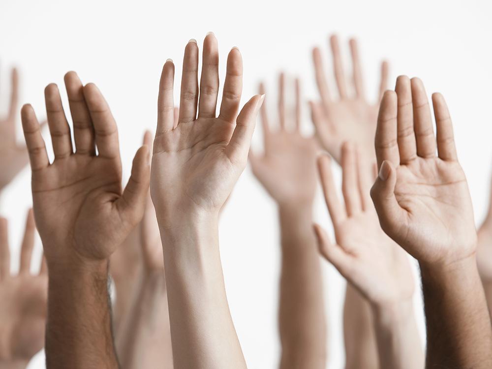 Alzata di mano, partecipazione